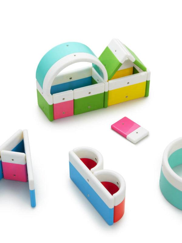 alphabuild jeu de construction magn tique irekiplay com. Black Bedroom Furniture Sets. Home Design Ideas